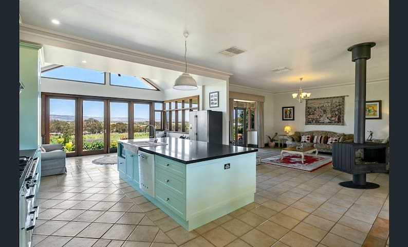 Condor Estate Vineyard with large designer kitchen