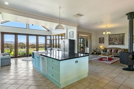 Condor Estate Vineyard with large designer kitchen