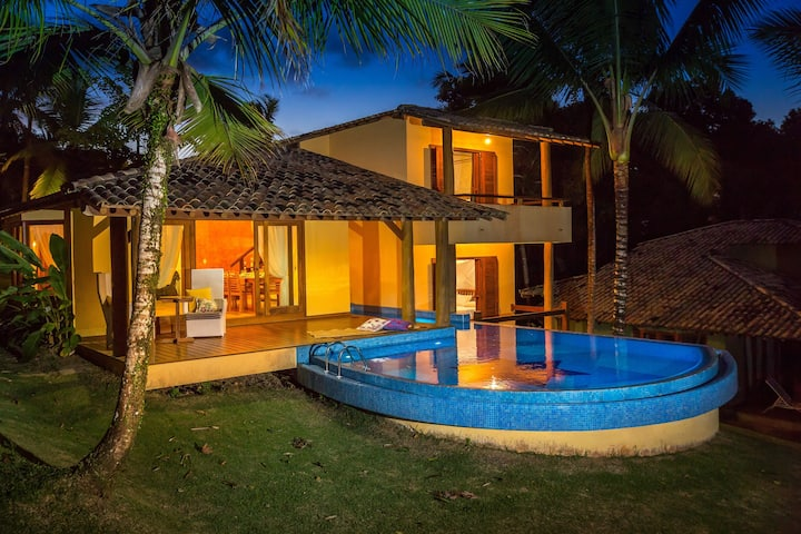 Individual villa with private pool and seaview