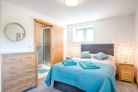Caldey Sea View Cottage with Hot Tub- Dog Friendly