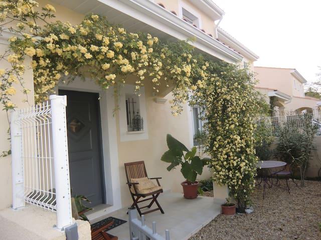 villa de 3 chambres avec jardin arboré - Sussargues - Hus
