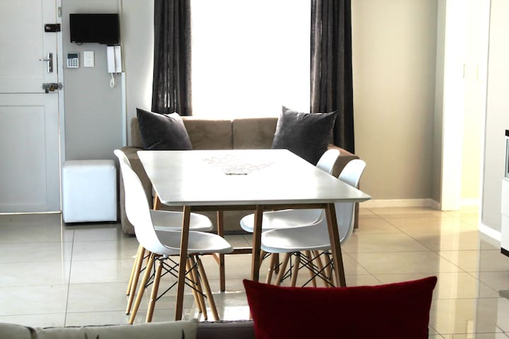 Dinning table for max 6 people