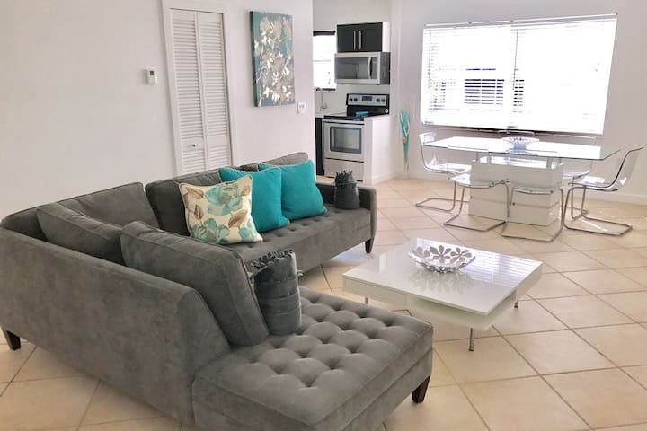 Exclusive condo 2/2 nearly on South Beach+terrace