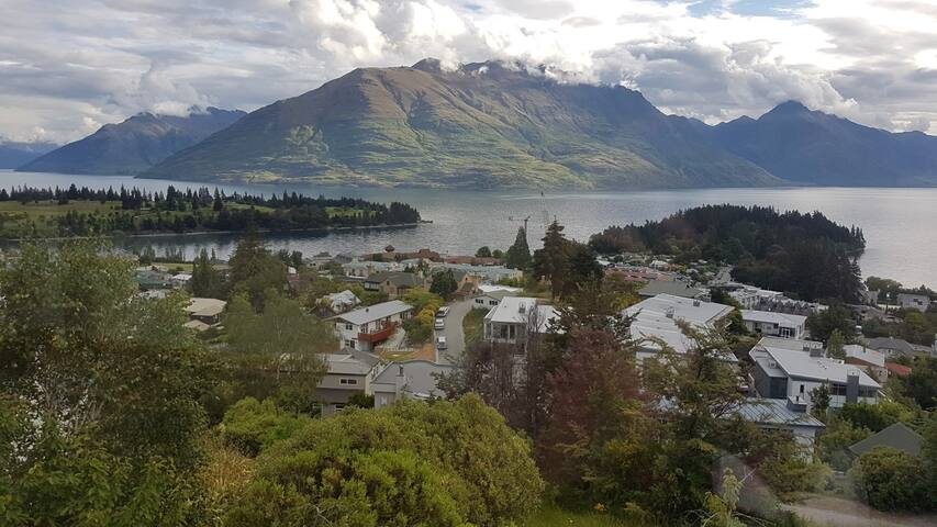 Beautiful Queenstown Room with a View