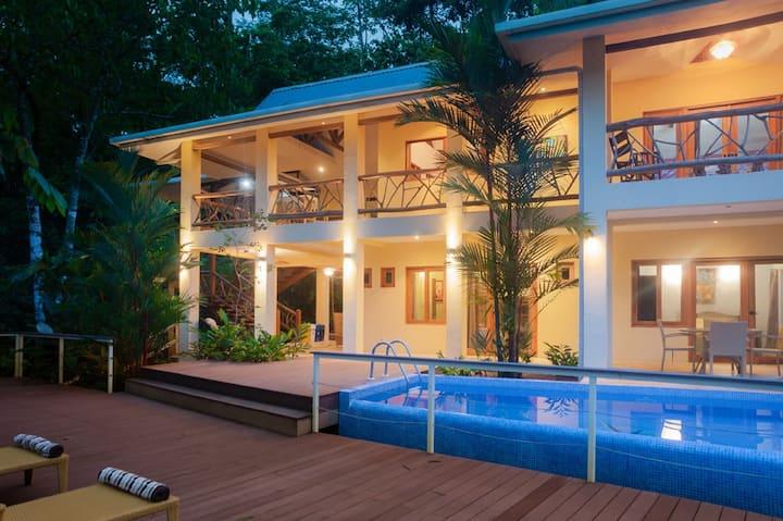 Unique Villa, 3 Bedrooms A/C, 2 Baths, Pool