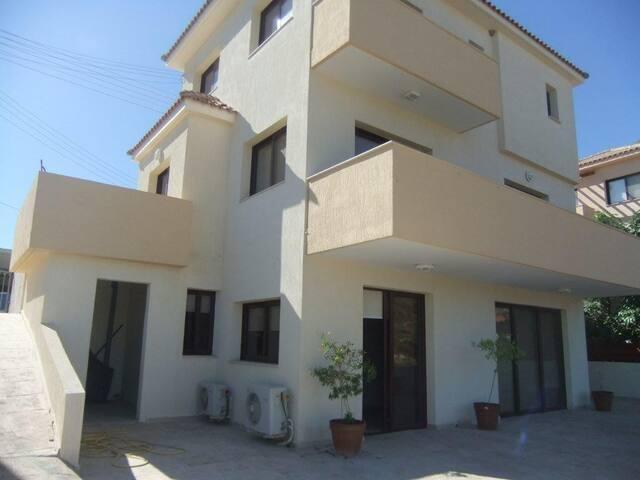 Spacious 4 person villa close to the beach - Limassol - Villa
