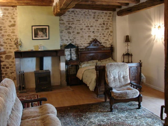 Comfortable, friendly country B&B - Le Dorat - Bed & Breakfast