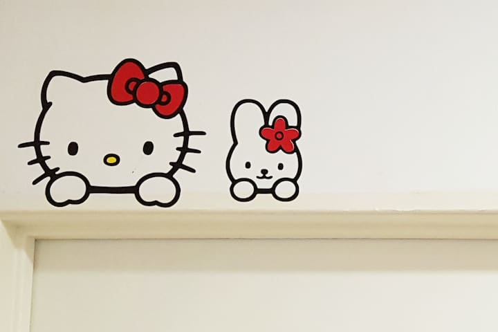 FOR THE KIDS! HELLO KITTY LOVERS
