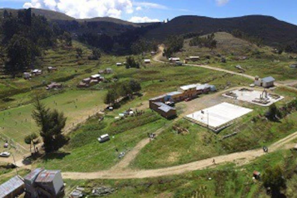 Comunidad de Lojpaya - área urbana (plaza principal, iglesia, sede social y escuela).