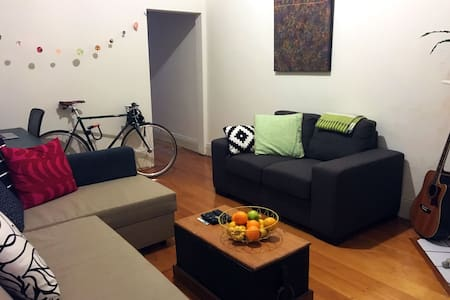 Room In Hipster Chic Newtown Home - Newtown - Talo