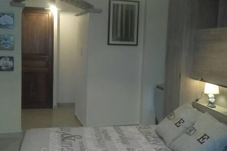 Belle chambre avec salle de bain - Luri - Bed & Breakfast