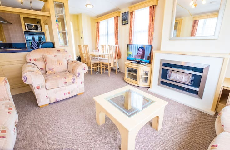SP70 - Camber Sands Holiday Park - Sleeps 8 - Private Parking - 2 Mins walk from Beach