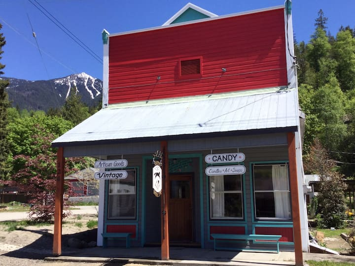 Silverton Gallery and Guest Suite -no cleaning fee