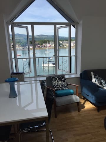 Dungarvan bay view , Central Apartment; parking