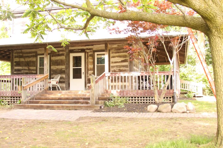 Beautiful, Historic Log House - lots of extras!
