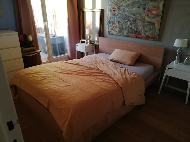 Nice room near Bordeaux City Center