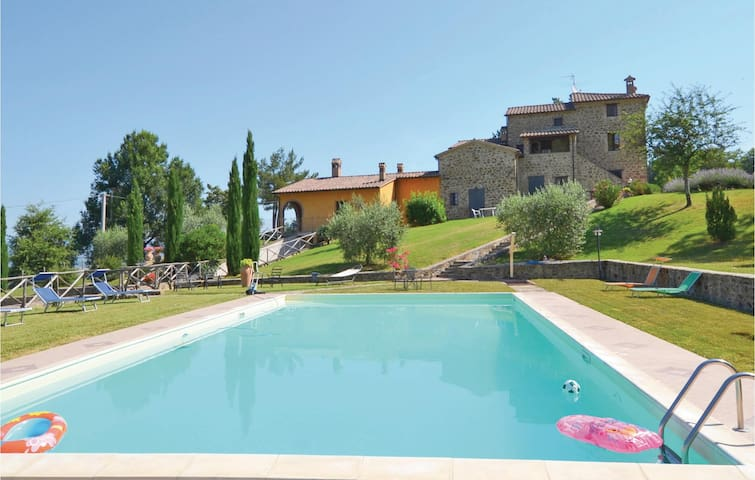 Holiday apartment with 4 bedrooms on 100 m² in Citta´di Castello -PG-