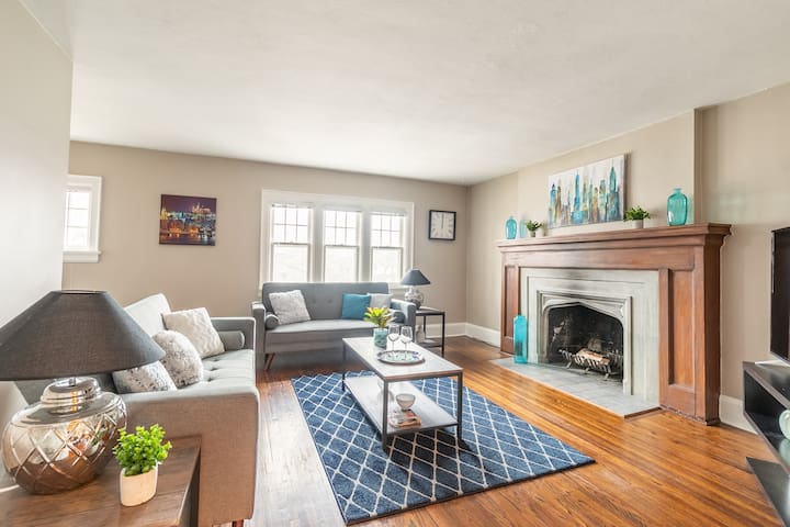 Beautiful 3BR Home with Parking - Yonge/Eglinton!