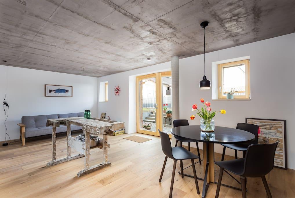 Wohn-/Essbereich Living / Dining area