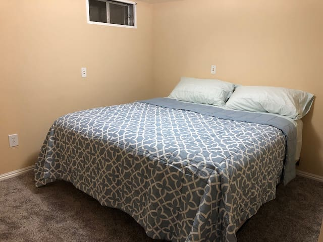 5 Min From University Mall - King Bed