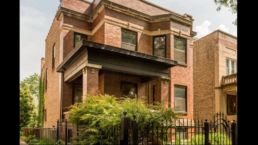 Spacious 3 BR 1 BA Andersonville apartment