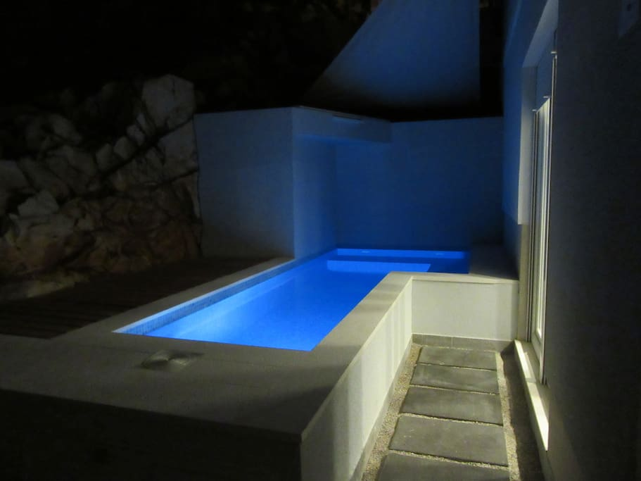 Piccolo Paradiso SW Pool at night