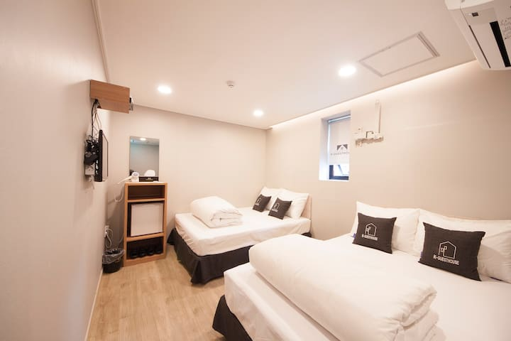 K-Guesthouse Myeongdong 4 (Family Room)