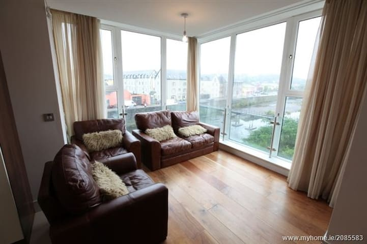 Spacious Bandon River facing apartment - Bandon - Daire