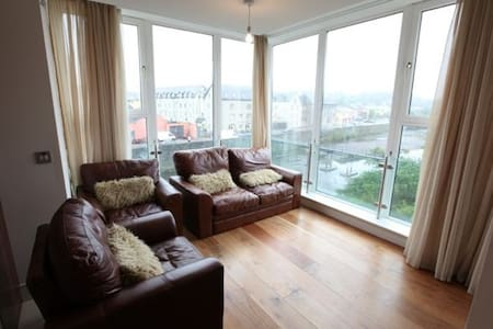 Spacious Bandon River facing apartment - Bandon - Apartament