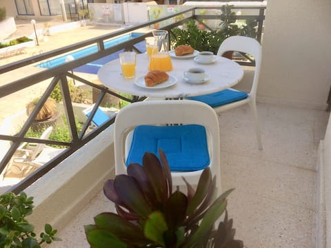 Olympian pool view apt, close to seafront &beaches