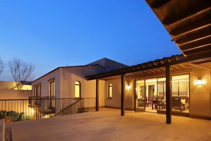 阿那亚Aranya临海独栋别墅4室4卫,可做饭,紧邻礼堂.孤独图书馆