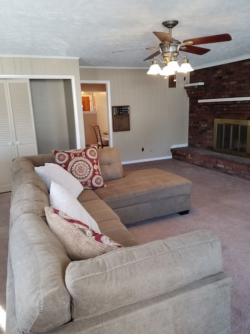 This 20 x 22 extra large family room with tv