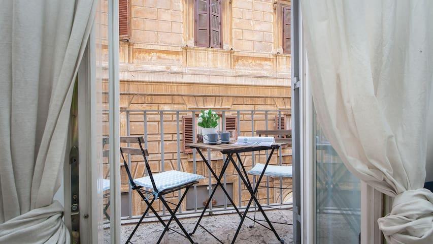 Santa Maria de' Calderari Balcony