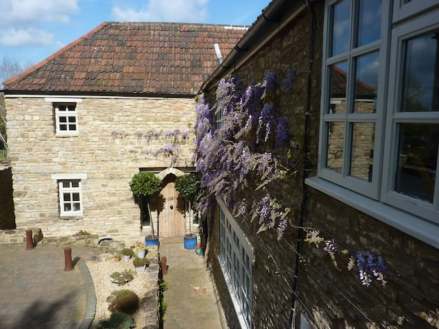 Beckington - two bedrooms