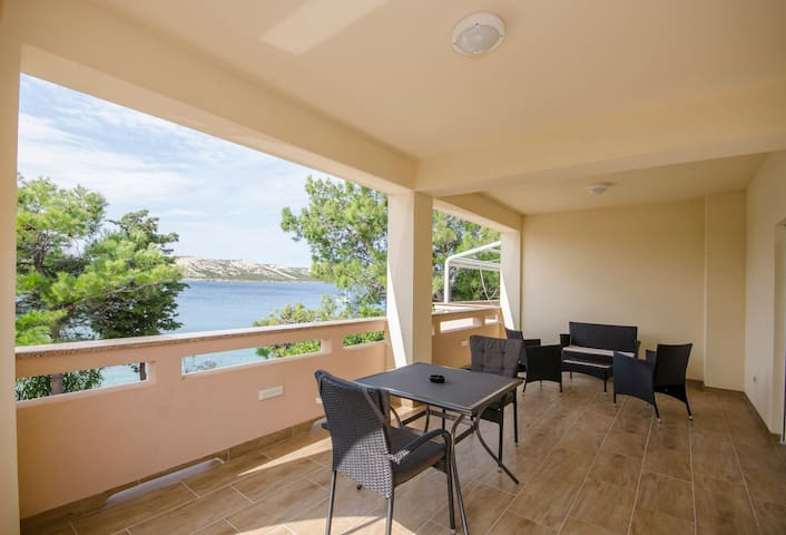 One bedroom Apartment, beachfront in Stara Novalja - island Pag, Terrace