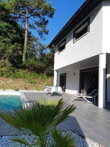 Belle villa avec piscine proche de la mer