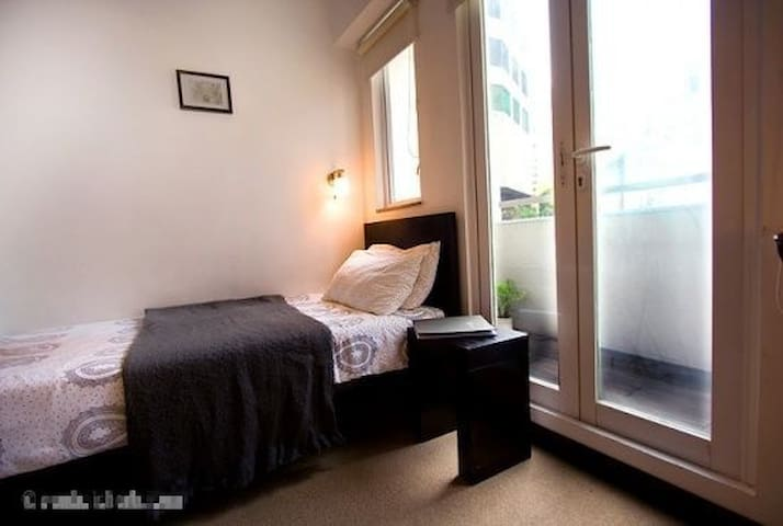 10min to MTR Tranquil and fully appointed studio#3
