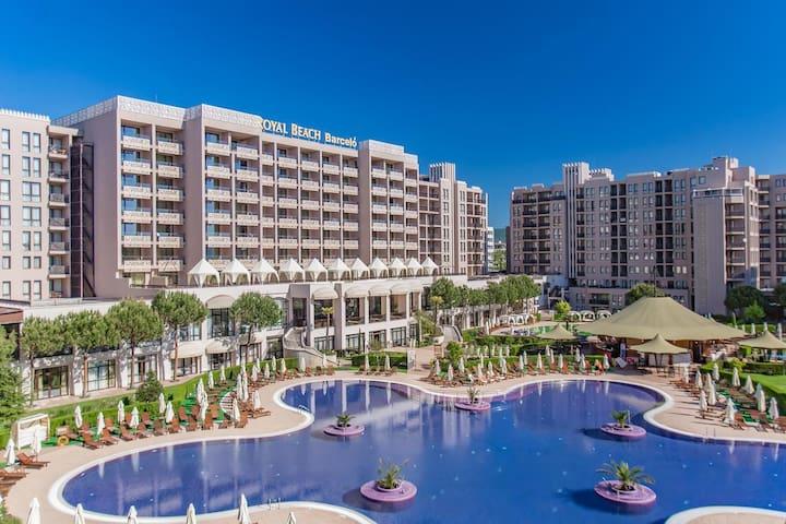 Royal Beach Premium - Sea view/Sleep up to 6