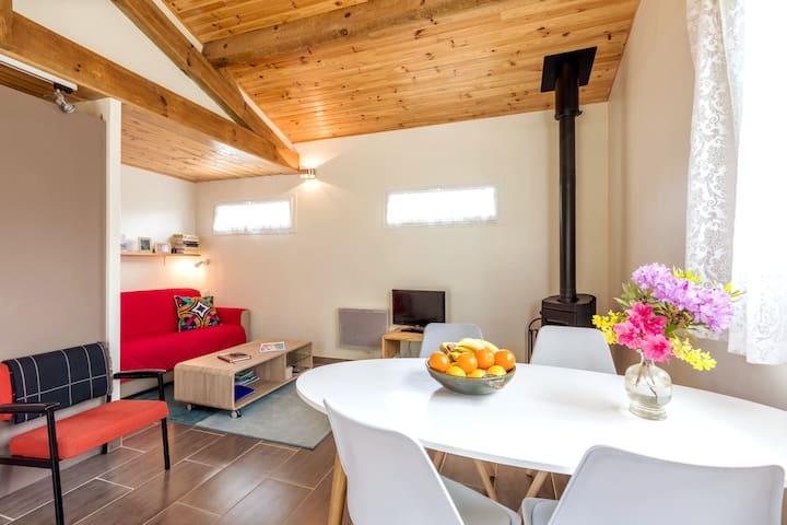 Une salle à manger pour partager des moments conviviaux en famille ou entre amis