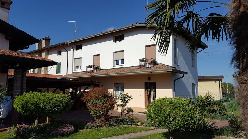 casa vacanze 20 km dal mare 9 posti - Palazzolo Dello Stella - Ev