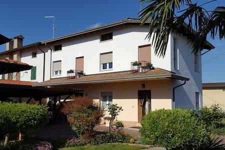 casa vacanze 20 km dal mare 9 posti - Palazzolo Dello Stella - Hus