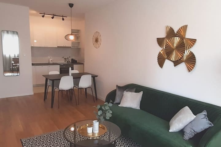 Modern Central Point One Bedroom Apartment