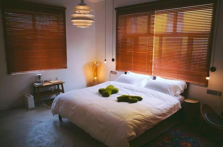 疆子生活——双窗大床房
