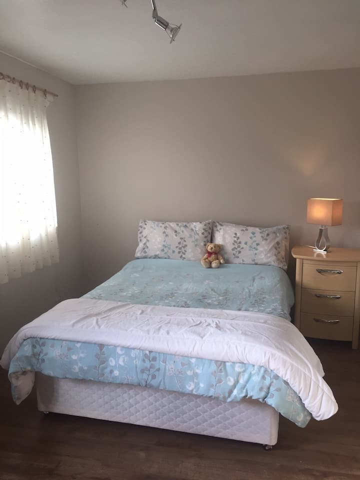 Double bedroom in Livingston