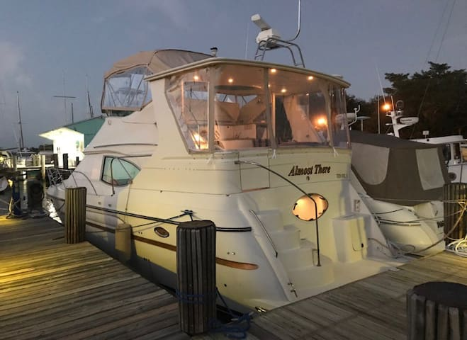 45' Luxury Yacht in the Heart of Downtown St. Pete