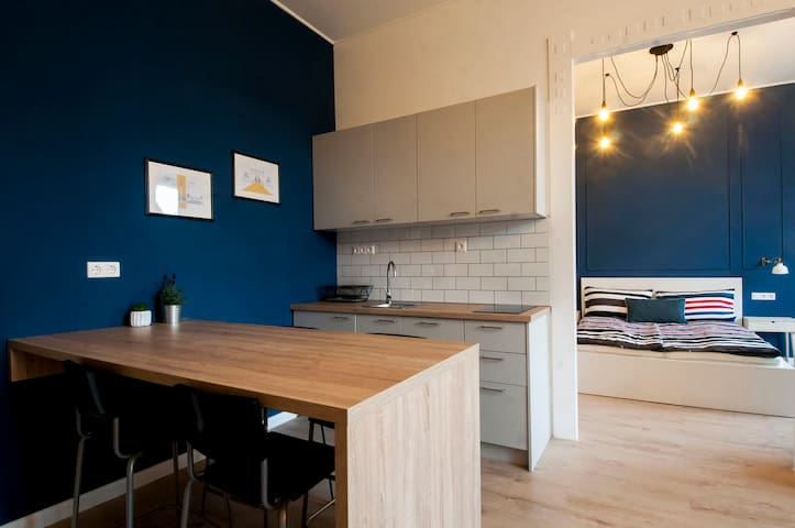 Spacious balcony apartment in central Budapest