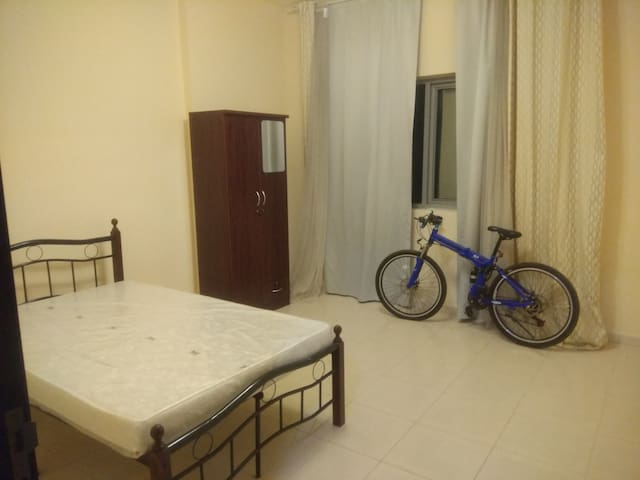 Single Room in 2 BHK flat 2 mins Public Transport