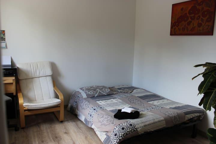 Chambre au calme à la campagne - Lindry - House