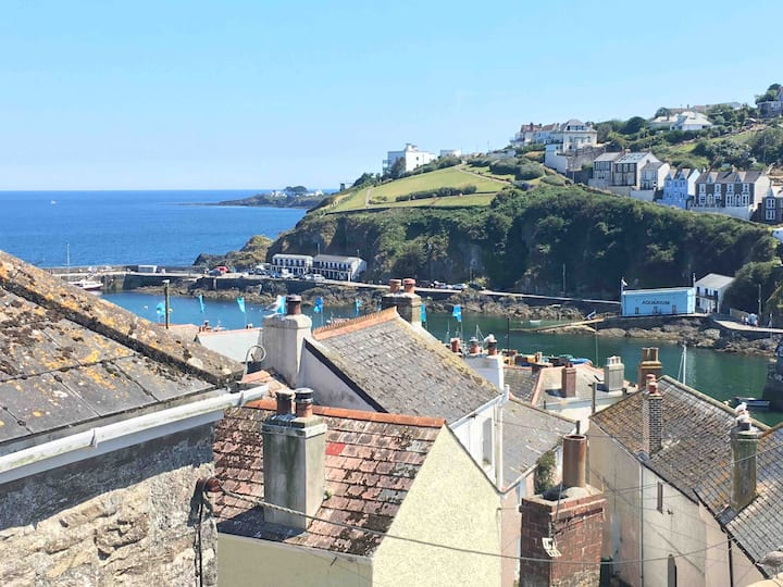 Quirky 30s Cottage Mevagissey nr harbour sleeps 6