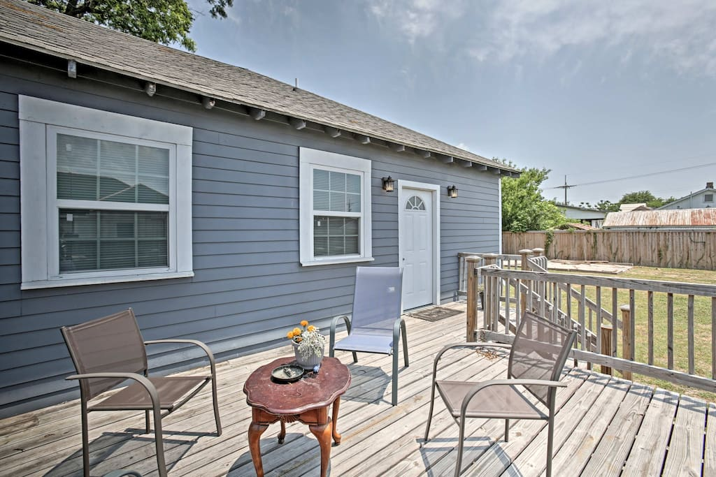 With a large deck and beds for 6, this home simply can't be beaten!